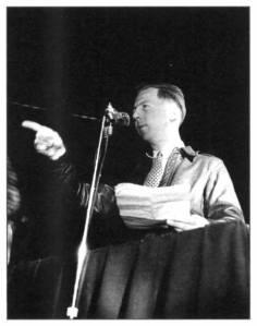 A Paris, en 1948, Garry Davis ouvre la voie au mouvement Citoyen du Monde.