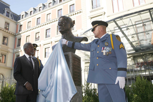 Après la mort de Sergio Vieira de Mello, l'ONU lui a dédié un mémorial, en l'occurrence un buste qui orne l'entrée du siège du Haut Commissariat des Nations Unies pour les Droits de l'Homme.
