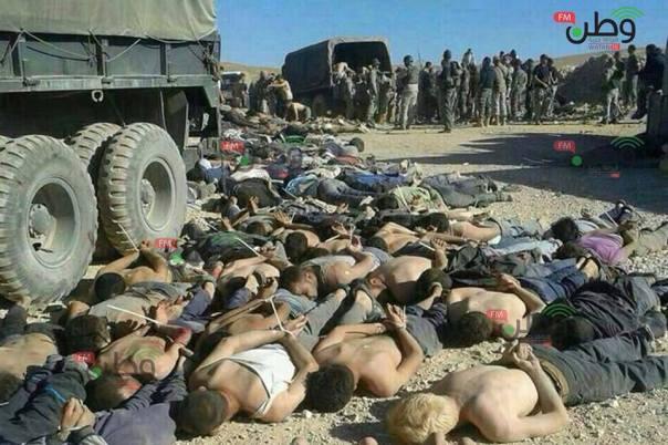 Les forces armées libanaises forcent les réfugiés d'Alsanabel à se coucher à leurs pieds, les dépouillant de la moindre dignité humaine.