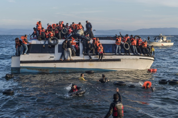20151030_Syrians_and_Iraq_refugees_arrive_at_Skala_Sykamias_Lesvos_Greece_2