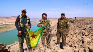 YPG-SDF_fighters_near_the_Euphrates_east_of_Raqqa