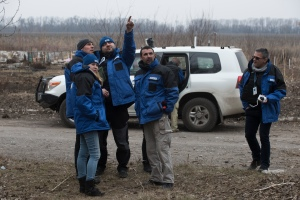 OSCE_SMM_monitoring_the_movement_of_heavy_weaponry_in_eastern_Ukraine_(16544233550)