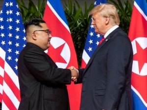 President_Trump_and_Kim_Jong-Un_meet_June_2018_(cropped)